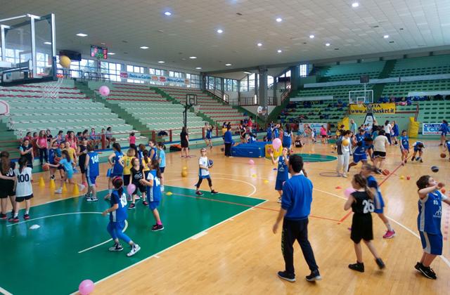 torneo-minibasket-femminile-rosa-a-spicchi
